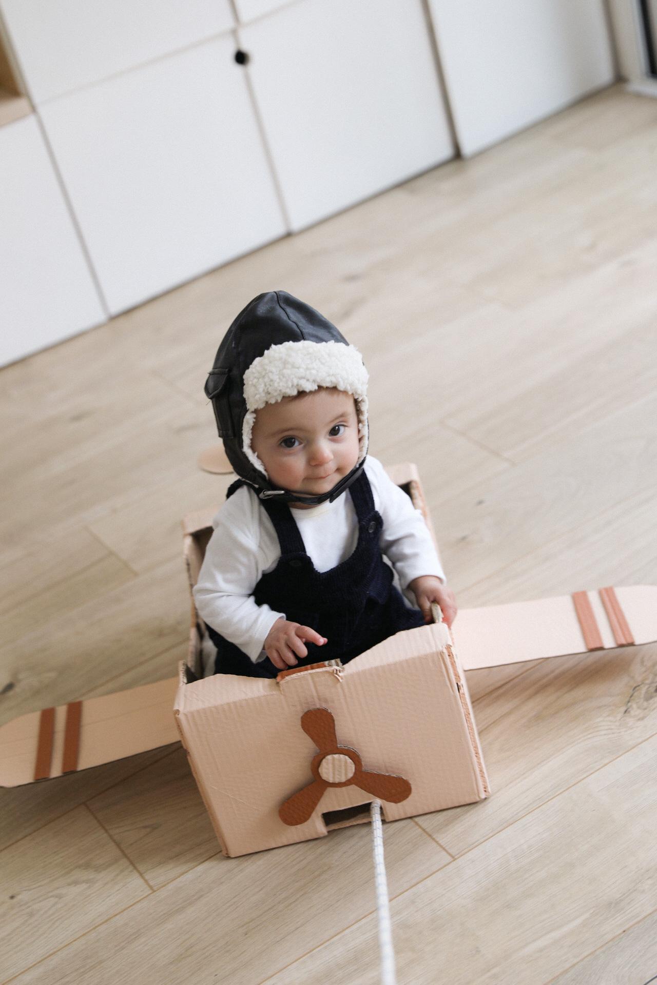 avion en carton pour bebe DIY
