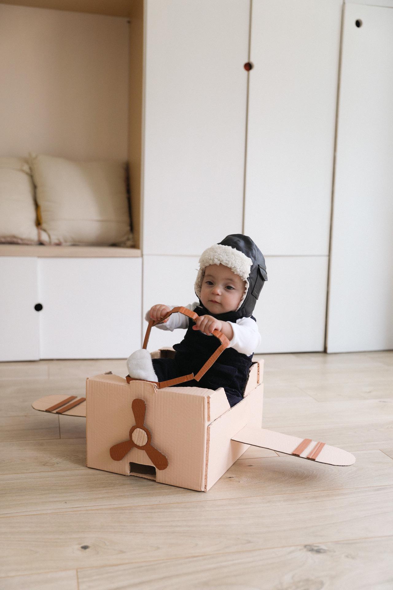 avion en carton pour enfant DIY