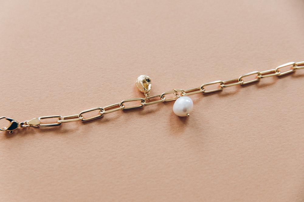 DIY bracelet grosse maille breloque perle et coquillage-10