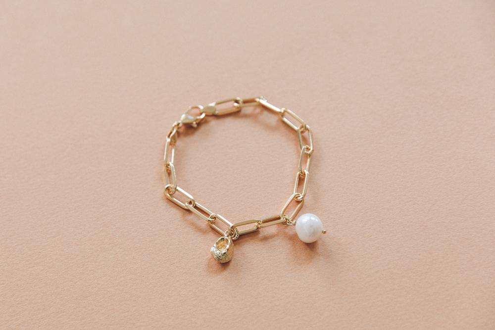 DIY bracelet grosse maille breloque perle et coquillage-11