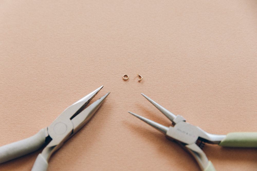 DIY bracelet grosse maille breloque perle et coquillage-6
