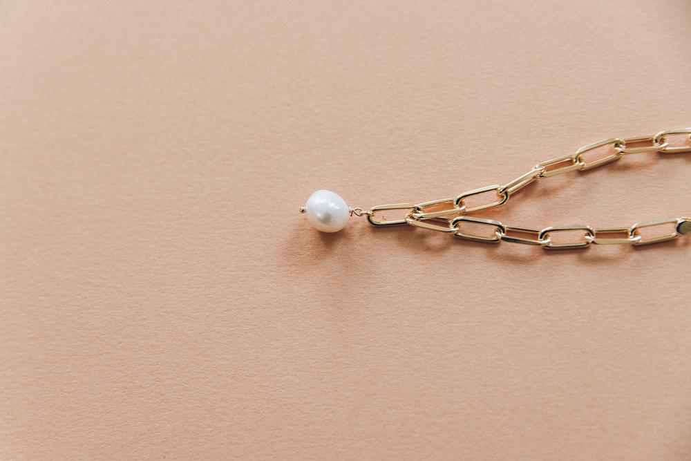 DIY bracelet grosse maille breloque perle et coquillage-9