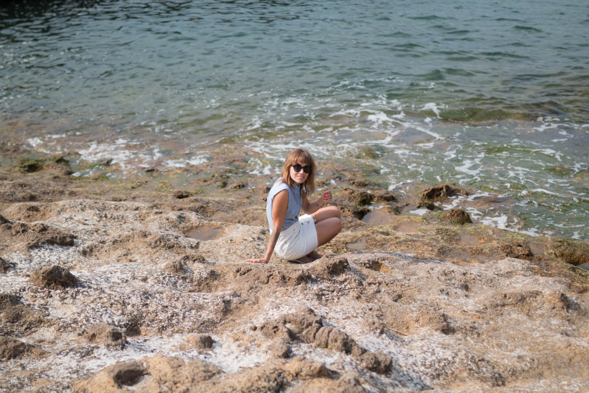 Chemise rayée et jupe trapéze blanche en denim summer time in biarritz | SP4NK BLOG-27