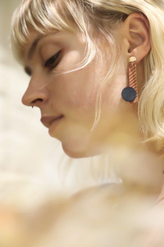 DIY boucle d'oreille en cuir grave